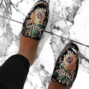 ✨Floral embroidered Forever21 mules